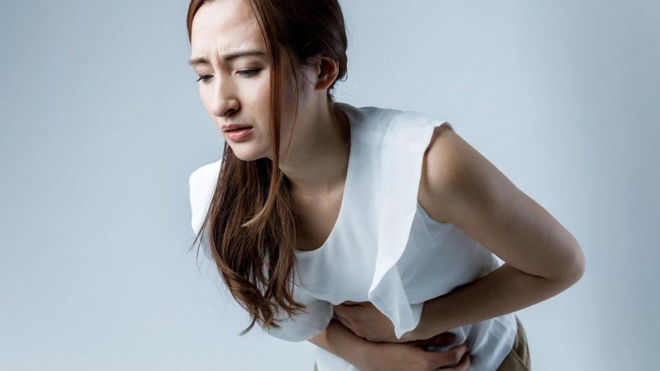 Тревожные симптомы развития кисты яичника у женщин
